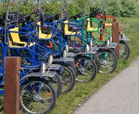 Affitti a quattro ruote delle bici nel lago Tahoe fotografie stock libere da diritti