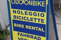 Affitto della bici Fotografie Stock Libere da Diritti