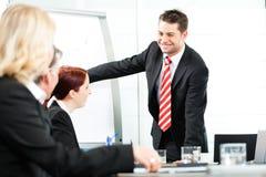 Affär - presentation inom ett lag Arkivfoto