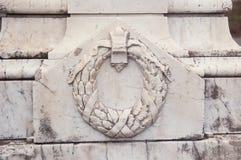 Affresco architettonico del frammento sulla parete di vecchia costruzione Immagini Stock