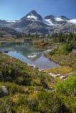 Affronti la montagna ed il bacino dei laghi semaphore, vicino a Whistler, il Canada Fotografia Stock Libera da Diritti