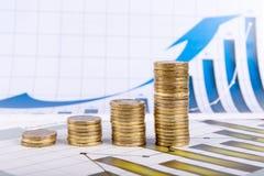 Affärsdiagram på finansiell rapport Arkivbilder