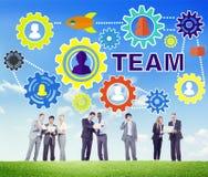 Affärsfolk som möter anslutningskugghjulet företags Team Concept Arkivbild
