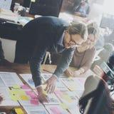 Affärsfolk som planerar begrepp för strategianalyskontor Arkivbild