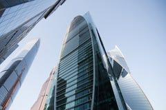 affärsidé av lyckad industriell arkitektur, moderna stadskonstruktioner Fotografering för Bildbyråer