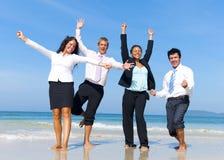 Affärskollegor som har gyckel på semester Fotografering för Bildbyråer