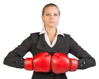 Affärskvinna i boxninghandskar Fotografering för Bildbyråer