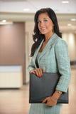 Affärskvinna Inside Office Royaltyfri Foto