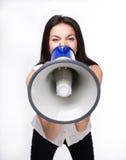 Affärskvinna som ropar i megafon Arkivbild