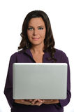 Affärskvinnainnehavbärbar dator Royaltyfri Foto