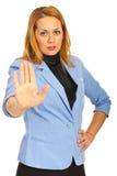 Affärskvinnan med stoppet räcker Arkivfoto