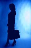 Affärskvinnasilhouette med portföljen Fotografering för Bildbyråer