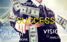 Affärsman med framgångtema med hundra dollarräkningar Arkivfoton