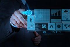 Affärsman som arbetar med driftig social netw för ny modern dator Arkivbild
