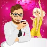 Affärsman som dricker vin på partiet Royaltyfria Bilder