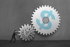 Affärsman som rullar stora betongkugghjul med den sy klockan och pengar Arkivbilder