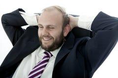 Affärsmannen med skägget är lycklig och avslappnande Royaltyfri Fotografi