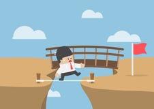 Affärsmannen väljer den kortaste och farliga vägen att uppsätta som mål Arkivfoton
