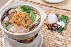 Affumicati acidi e piccanti asciugano la minestra del pesce Fotografie Stock