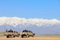Afgański żołnierz siedzi w pojazdzie wojskowym i jest odpoczynkowy obrazy royalty free