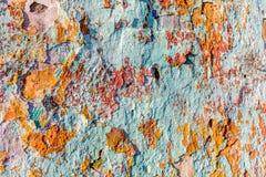 Afgebroken pellende verf op oude muur Royalty-vrije Stock Afbeelding