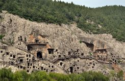 Afgelegen kijk op Longmen-Grotten Pic werd genomen in 20 September stock afbeelding