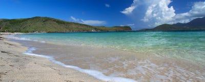 Afgezonderd strand op Heilige Kitts stock fotografie