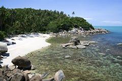 Afgezonderd tropisch strand royalty-vrije stock foto's