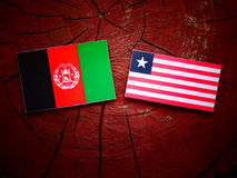 Afghani flaga z liberyjczyk flaga na drzewnym fiszorku odizolowywającym Fotografia Royalty Free