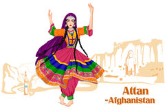 Afghani kobieta wykonuje Attan tana Afganistan Zdjęcie Stock