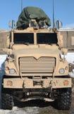 afghanistan armored tungt militärt medel Arkivbilder