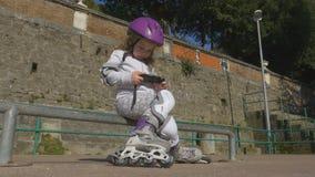 Afhankelijkheid van de jeugd van gadgets stock video