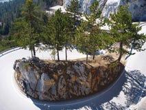 Afiado gire sobre a estrada para a varinha do hohe em Áustria fotos de stock