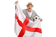 Aficionado al fútbol mayor emocionado que sostiene una bandera inglesa Imágenes de archivo libres de regalías