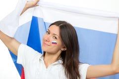 Aficionado al fútbol ruso feliz con la bandera nacional rusa imagenes de archivo