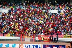 Aficionados al fútbol angolanos Foto de archivo