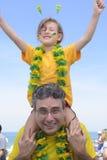 Aficionados al fútbol del padre y de la hija que conmemoran la victoria junto Fotografía de archivo libre de regalías