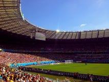 Aficionados al fútbol en un estadio del mundial de Mineirao Fotografía de archivo