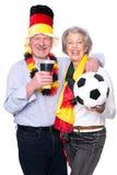 Aficionados deportivos mayores alemanes Foto de archivo