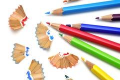 Afiladura de los lápices coloreados Fotos de archivo