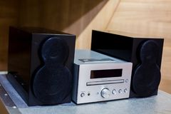 Afinador, CD e oradores estereofônicos de alta fidelidade do amplificador do vintage fotos de stock