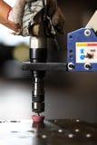 Afkantingsgat door pneumatische onttrekkende machine Stock Foto