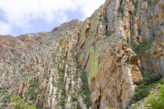Afloramiento en el paso de Swartberg cerca de príncipe Albert en la región del Karoo de Suráfrica Imágenes de archivo libres de regalías