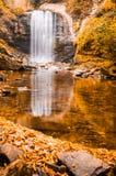 afon秋天cwm风险秋天图象llan长的路径snowdon威尔士瀑布watkins 免版税库存图片
