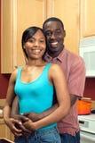african american couple kitchen vertical Στοκ εικόνες με δικαίωμα ελεύθερης χρήσης