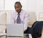 african american laptop male στοκ φωτογραφία με δικαίωμα ελεύθερης χρήσης