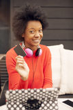 African american woman with tablet and credit card Royalty Free Stock Photography