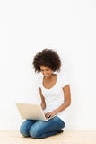 African American woman using her laptop Royalty Free Stock Images