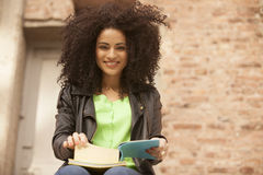 African american young woman reading Royalty Free Stock Images