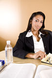 African-Americanfrauenmesswert und nehmen Anmerkungen Stockbild